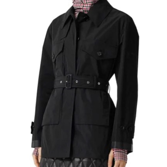 ⭐️SOLD⭐️Burberry black belted coat